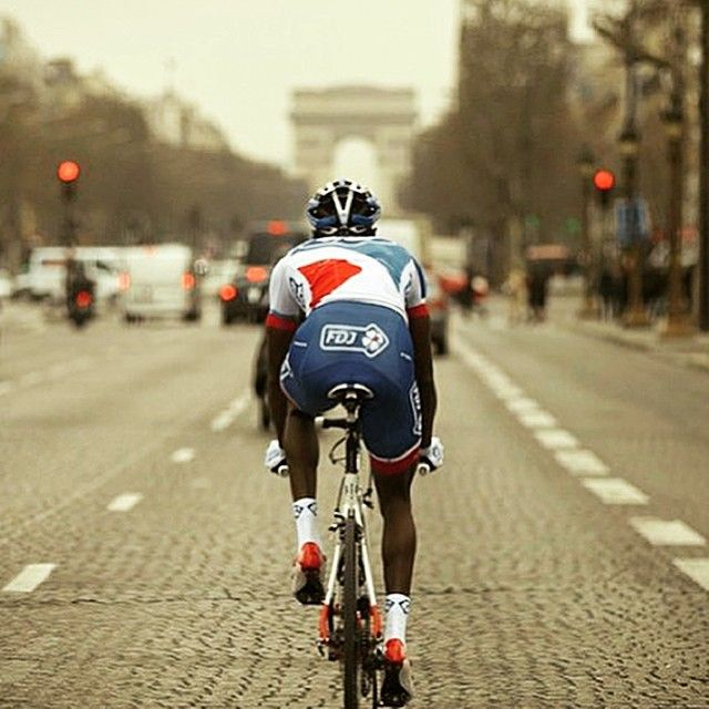 bici-veloce:  From hokuto2 - REGRAM from @kevreza  Kevin Reza  #ChampsElysees ✨ #KevinReza #teamfdj #cycle #cyclo #cycling #cyclist #cyclisme #cycleporn #cyclingfans #cyclingrace #ProCycling #roadcycling #roadbikeaction #bicycle #bicycles #bikelife #bikeporn #bicicleta #instabike #fietsen #wielrennen #peloton #panam #paris #instaparis http://ift.tt/1DYJYGNVive le Vélo
