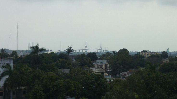 Al fondo el puente Tampico.!, visto desde el 4to piso de la clinica de CEMAIN. Este puente Tampico cruza el rio Panuco y une a el norte de Veracruz con el sur de Tamaulipas.