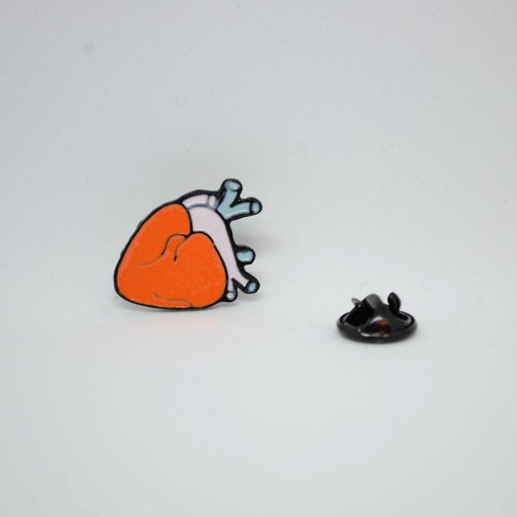 """Значок на одежду """"Человеческое Сердце"""""""