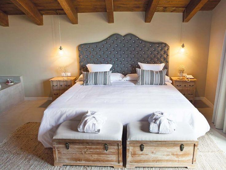 Hotel Mas de Cebrián, suite, Teruel. Spain