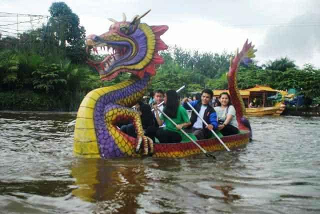 Taman Wisata Matahari merupakan lokasi atau tempat wisata baik untuk keluarga maupun rekan kerja untuk berwisata terlengkap seperti waterpark dan flying fox