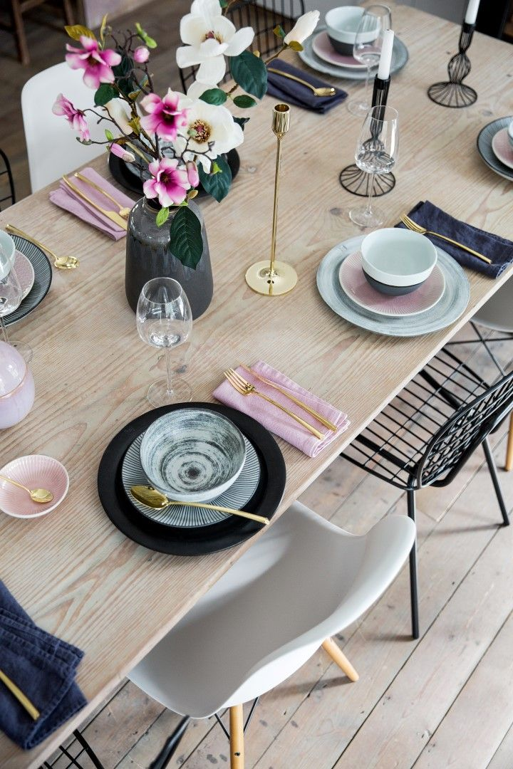 Dining Inspiration | Scandi | Pastel | Pink | Flowers | Gold | Design | Love | Black | Bright | Rustic | Flowers | Cutlery | Inspiration | Dining | Dining Table |