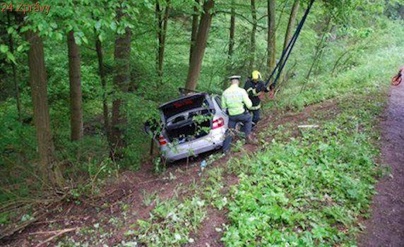 Řidič narazil s autem do stromu! Na následky nehody zemřel