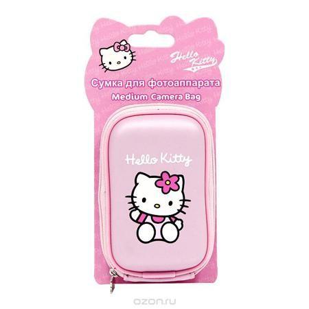 """Сумка для фотоаппарата """"Hello Kitty""""  — 356 руб. —  Стильная сумка для фотоаппарата """"Hello Kitty"""" на застежке-молнии, выполненная из мягкого пластика в розовом цвете и оформленная изображением всеми любимой очаровательной кошечки и логотипом Hello Kitty, непременно, понравится вашей малышке. Пластиковая сумочка оснащена карабином для удобного ношения на поясе и ремешком для переноски на шее. Порадуйте свою малышку таким замечательным подарком."""