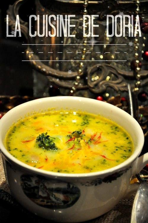 soupe-au-broccoli-et-cheddar.html 1 grosse pomme de terre 500 gr de broccoli 1 carotte 1 oignon 1 gousse d'ail 1 litre de bouillon de volaille Huile d'olive extra vierge 100 ml de crème fraîche épaisse 1/4 cc de muscade 70 gr de Cheddar.