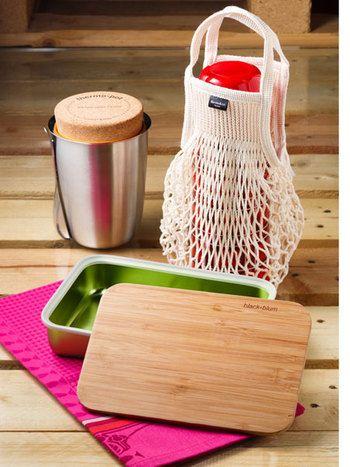 """ピクニックに行くなら、こんな一式はいかが? 同じく""""BLACK + BLUM""""のフタが竹製のまな板になっているサンドイッチケースと、約6時間の保温効果があるランチボウル。デザインのみならず実用性に優れたアイテムがたくさん。"""