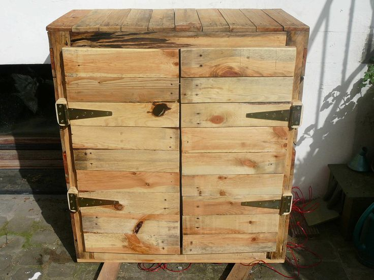 Nice Upcycled Pallet Dresser  #bedroom #dresser #palletcupboard #recyclingwoodpallets Homemade dresser made out of recycled wooden pallets.   ...
