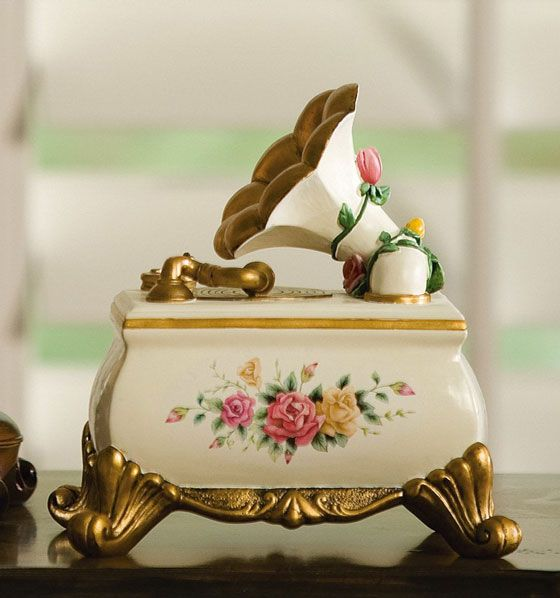 unique music boxes for girls | 10 Beautiful Music Boxes and Musical Jewelry Boxes – DesignSwan.com