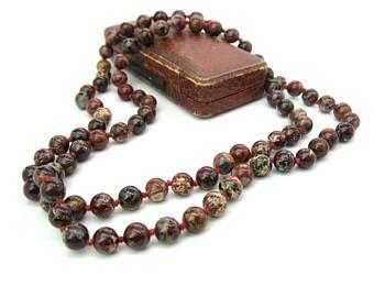 Collier de perles de Jasper. Perles de jaspe bréchique. 8 mm. Long simple brin. Noué à la main. La rouille rouge, brun, crème, gris. Bijoux en perles Vintage