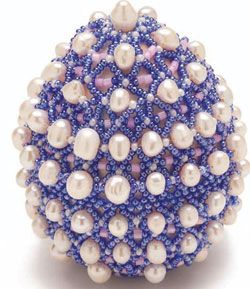 Explore the possibilites of beads. Craft this festive Easter egg with your sparkly beads.