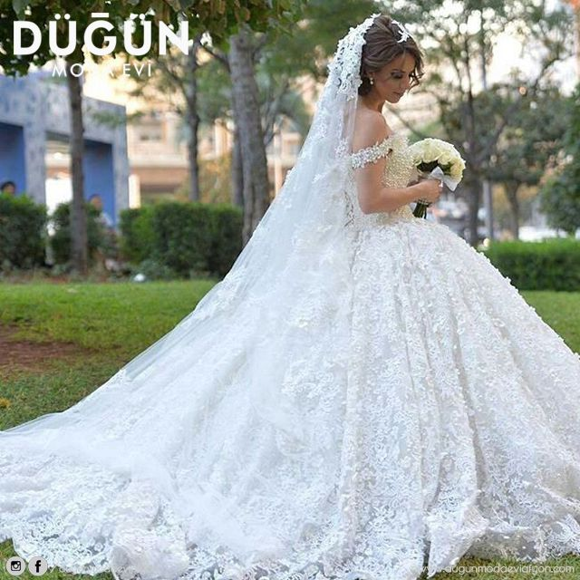 Şüphesiz gelin olmak için en güzel zamanlardan biridir bahar ayları.  #gelinlik #afyon #afyonkarahisar #düğün #dugun #dugunmodaeviafyon #dugunmodaevi #wedding #justmarried #married #nişanlık #nişan #nisan #nisanlik #ayakkabı #aksesuar #moda #gelin #bride #brides #beyaz #white #blonde #gelinler #akü #afyonmyo #afyonkocatepe #ans #afyonkocatepeuniversitesi #uniyurt