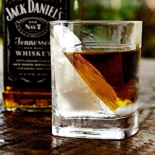 Szklanka do whisky - Whisky Wedge - spełnij trunek z klasą  #szklanka #whisky #impreza #alkohol