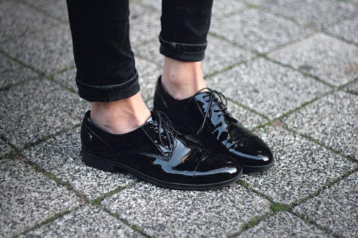 derbies noires et vernies pour apporter un côté masculin dans votre tenue