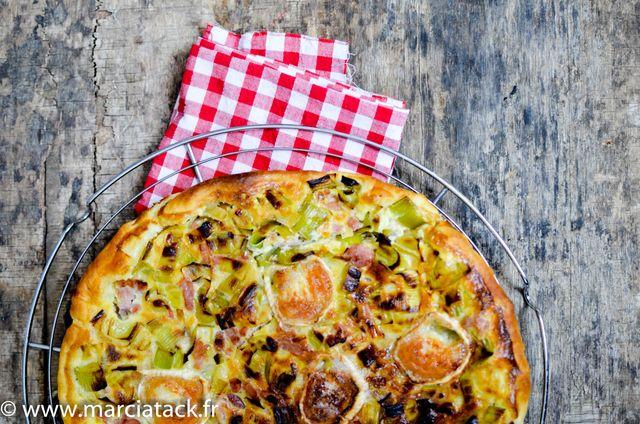 Une tarte salée gourmande et facile à faire avec l'association poireaux, chèvre et lardons
