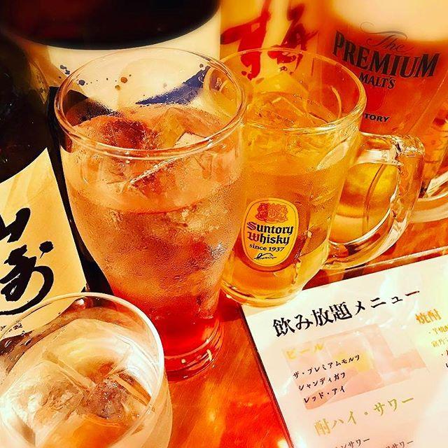 15日月曜日、本日も元気に営業しております花紋でごさいます。花紋の飲み放題は多くの種類があるとご好評頂いております。また、 90分1500円 120分2000円 180分2500円 とリーズナブルなご料金でご案内しておりますので、是非花紋までお立ち寄り下さい。  #東京#六本木#六本木横丁#ロアビル#v2tokyo#パリピ#居酒屋#肉#お酒#ビール#焼酎#ウイスキー#ワイン#シャンパン#日本酒#飲み放題#宴会#料理#ソフトドリンク#米焼酎#麦焼酎#芋焼酎#ロック#水割り#お湯割#花紋