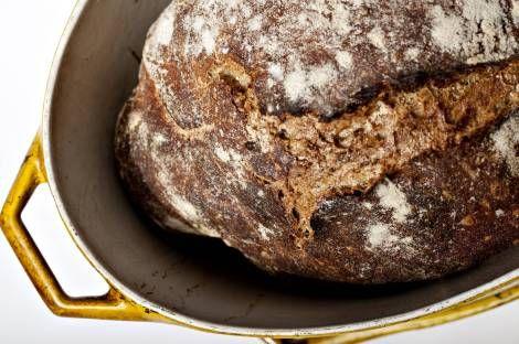 brød i støbejernsgryde
