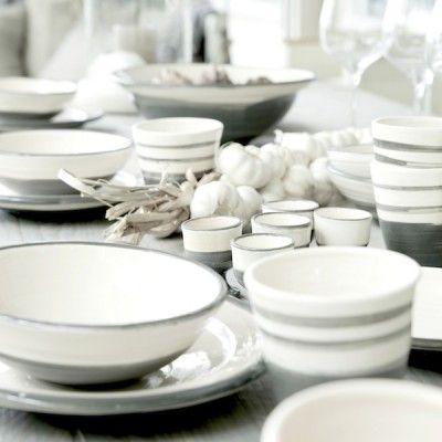 Geschirr in schlichtem grau und weiß! Ein Traum.