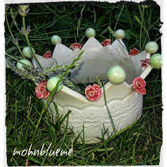 Haaaallloooo...guete Morge Ich sags jetzt doch einer meiner lieblings Tage ☀ Ich glaube,mich hat das Töpfern gepackt.Hier *meine* Krone Habt einen herrlichen Tag ☀ #töpfern #töpferkurs #ceramics #wheelthrowing #modelieren #pottery #töpfernmachtglücklich #clay #handarbeit #handwerk #handwork #art #kunst #selfmade #krone #gutenmorgen #morgen #morning #goodmorning #freitag #friday #happyfriday #wochenendenaht #wochenendeinsicht