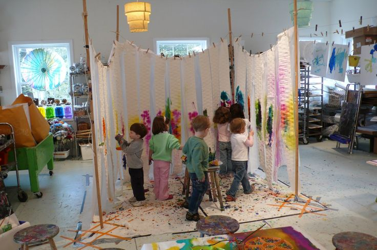 action painting http://www.pinterest.com/wendyothomas/preschool-atelier-spaces/