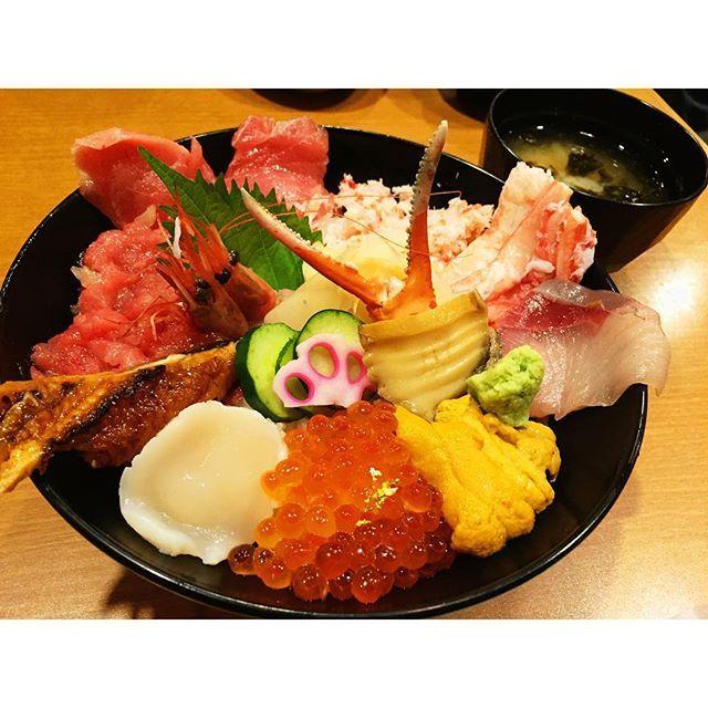 金沢の近江町市場で食べ歩き!デートで行きたい絶品!5選