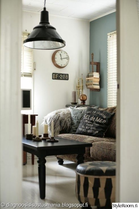 """""""dgsisustusmania""""n olohuoneessa on haettu maanlaheisiä värejä ja rustiikkista tunnelmaa. #styleroom #inspiroivakoti #olohuone #livingroom"""