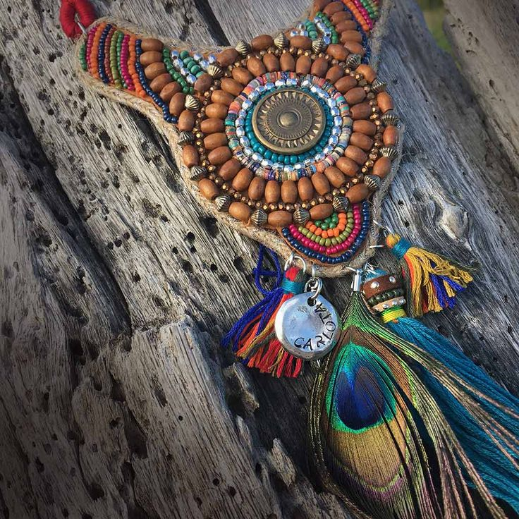 Joyas personalizadas y joyas grabadas. Collar étnico o indio.