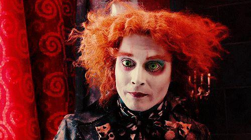2010: Alice no País das Maravilhas Ninguém faria um Chapeleiro Maluco melhor do que Johnny Depp. Na versão doida de Tim Burton, Alice tem 19 anos!