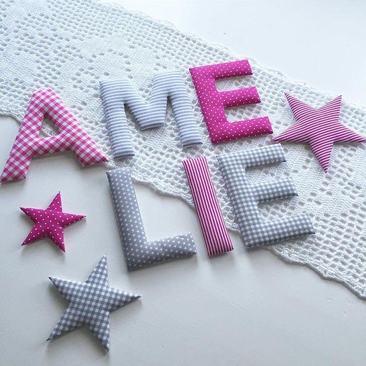 Für Amelie: Stoffbuchstaben und Sterne in grau / pink #