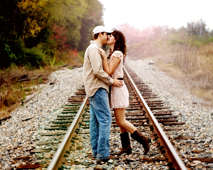 engagement, engagement pictures, railroad pictures  www.luckettstudio.com