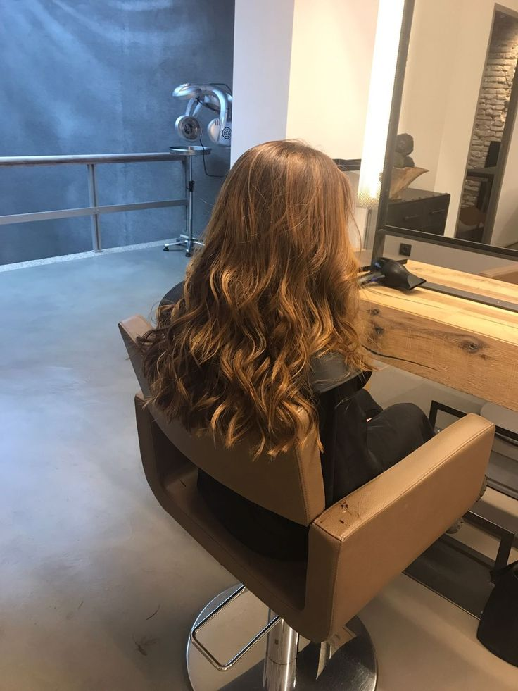 Balayage sobre un cabello natural #pasionbeauty #profesionalesbo #BOpeluqueria #peluqueria #hairstyle #peluqueriabarcelona #peluqueriabcn #salondepeluqueria #balayage