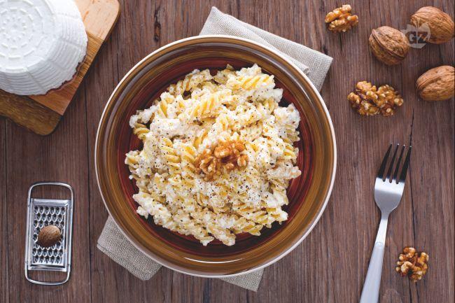 Un primo piatto semplice e veloce, ma altrettanto gustoso pasta ricotta e noci è…