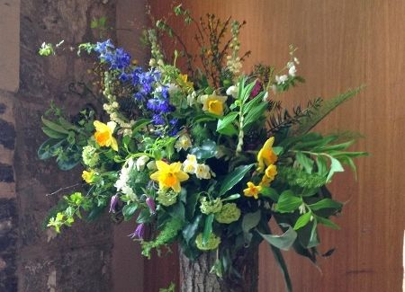 The Queensferry Flower Company. A spring pedestal for Linlithgow Burgh Halls.
