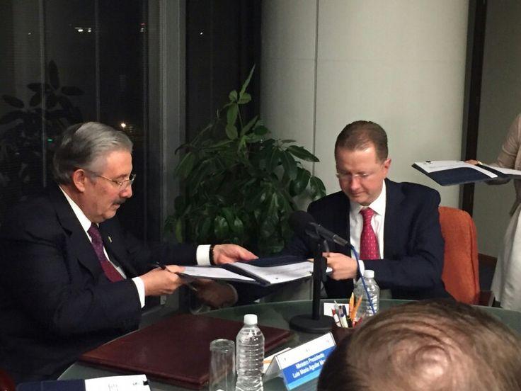 Firma del convenio de descuentos, para que los integrantes del Poder Judicial de la Federación, tomen posgrados en DerechoUP