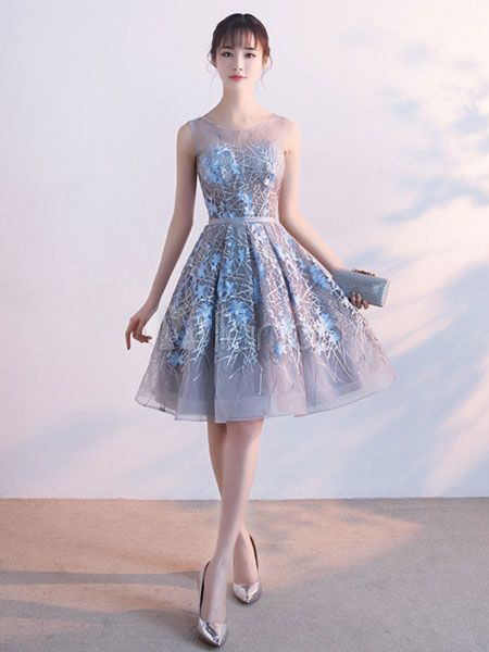 Short Prom Dresses 2019 Floral Print Light Grey Lace Cocktail Dress Flowers Applique Illusion Sleeveless Knee Length Homecoming Dress – Homecoming dress