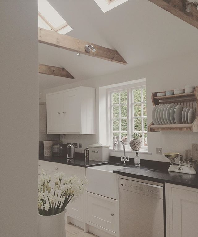 Another beautiful sunny Sunday here, have a restful day #cottageinterior #kitchen #beams #periodhome #moderncountry #butlersink #platerack #whiteflowers #paperwhites #cottagewindow