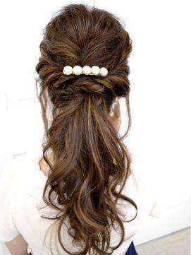 パール使いで清楚な印象に。両家顔合わせ・結納の髪型「アップ」のアイデアを集めました!