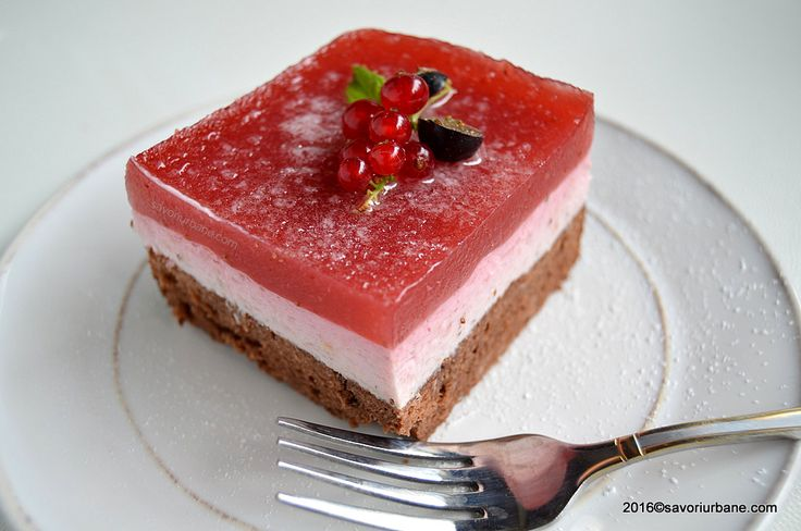 Cheesecake fara coacere cu capsuni zmeura fructe de padure Savori Urbane