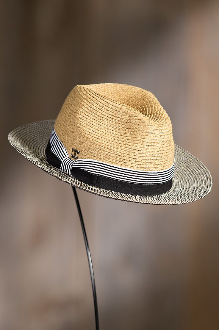 Intricately crafted of Toyo straw, this summer weight Safari hat crowns you in a fusion of eye-catching patterns.