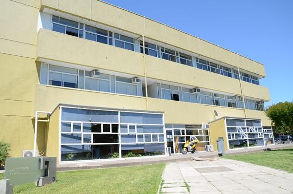 Edificio que alberga el Instituto de Matemáticas, Instituto Abate Molina y Programa de Idiomas.