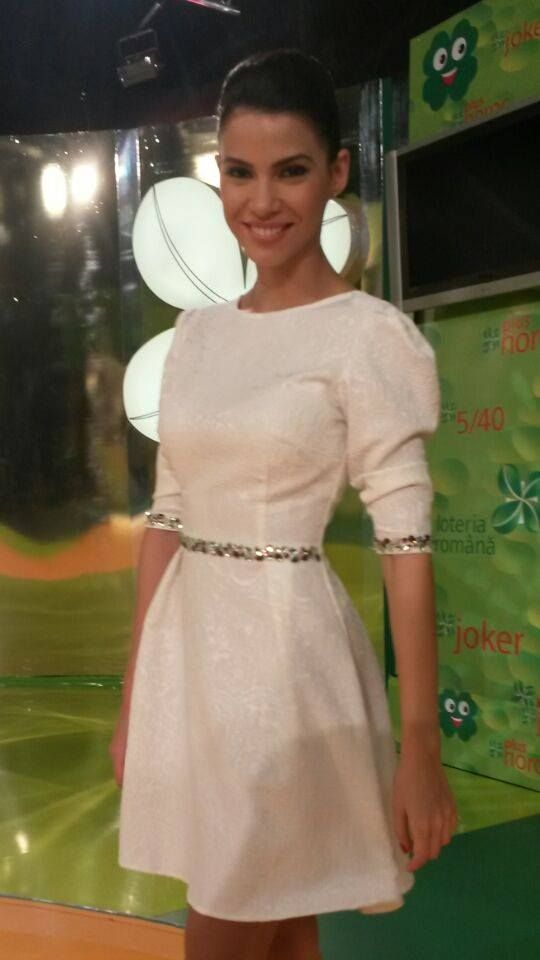 Irina Mohora, the beautiful Romanian star, chose the elegant white dress by Miss Grey, and she was extremely sweet! You can shop it here: https://missgrey.ro/ro/home/rochie-delia/290?utm_campaign=noua_colectie_mar1&utm_medium=delia_irinamohora&utm_source=pinterest_irinamohora