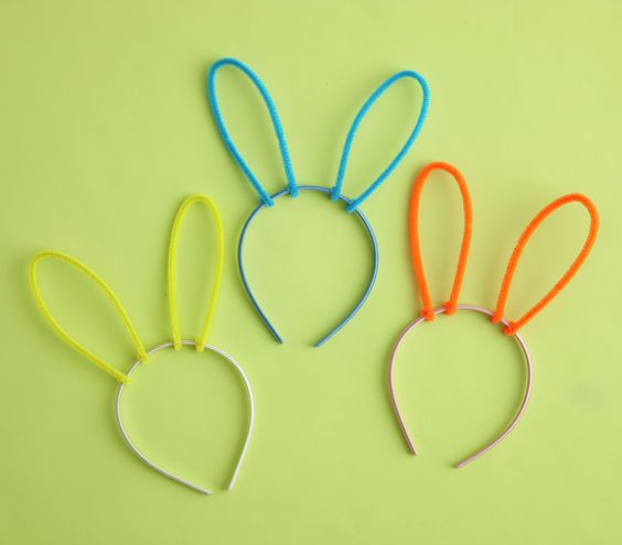 22 best pipe cleaner crowns images on pinterest pipe for Easter crafts pipe cleaners