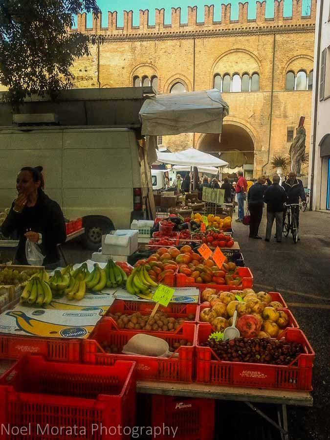 Farmers Market At Faenza, Romagna   Travel Photo Mondays. Mercato Degli  AgricoltoriItaliaMercatini Delle PulciEuropaProdotti ...