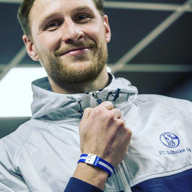 Hol' Dir das Trikot für Dein Handgelenk von #4 Benedikt #Höwedes  FC Schalke 04 jetzt hier im Onlineshop www.brayce.de/schalke   #armband #schalke #s04 #bracelet #trikot #spielernummer #trikotnummer #nationalmannschaft #nationalspieler #fan #fanband