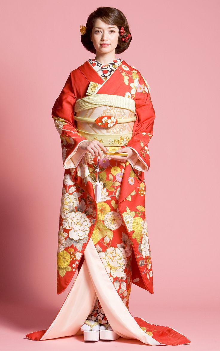 お引きずり姿にきゅん♡日本の伝統花嫁衣装「引き振袖」が美しい! | marry[マリー]