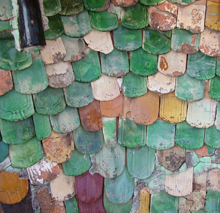 Could this roof have been the inspiration for the Biber/beaver tail felt roofing shingles?