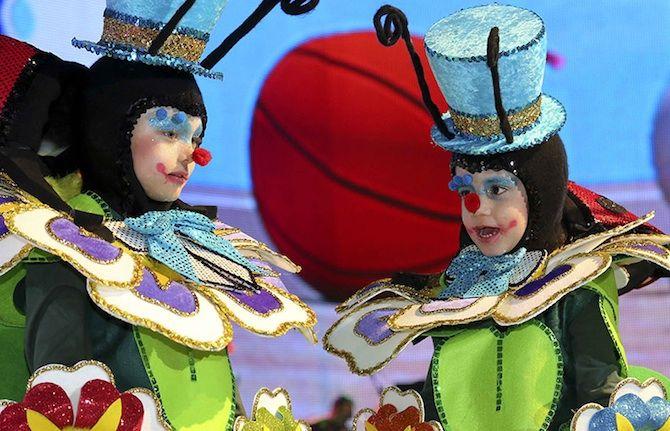 Il Carnevale alle Canarie con i bambini tra folclore e mare blu. http://www.familygo.eu/spagna/isole-canarie/il-carnevale-alle-canarie-con-bambini.html