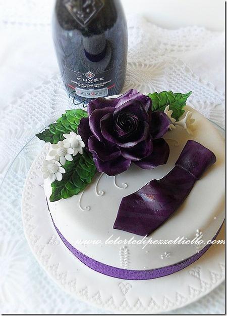 http://www.letortedipezzettiello.com/2013/01/torta-elegante-con-cravatta.html