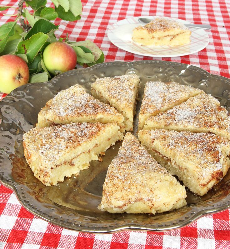 Swedish apple bun cake  https://translate.googleusercontent.com/translate_c?act=url&depth=1&hl=en&ie=UTF8&prev=_t&rurl=translate.google.com&sl=auto&tl=en&u=http://tidningenhembakat.se/bloggar/lindas-bakskola/appel-kanelbullekaka/&usg=ALkJrhhVfIO2Nqsa8-njgr5OxPd6PbEQlw