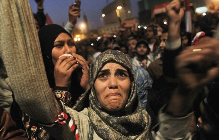 Paddle8: Tahrir Square, Revolution - Chris Hondros