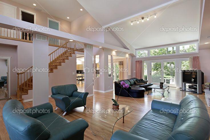 Gran habitación de casa suburbana — Imagen de stock #8682597